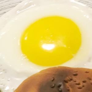 ママ~、卵がオレンジだよ~気持ち悪い~