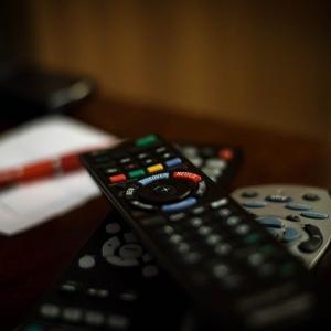 半沢直樹の初回平均視聴率は22.0%、再放送や見逃し配信は?