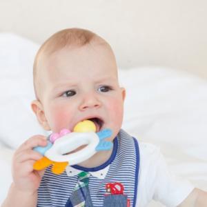 1歳の子どもが噛むには理由があるの?ママを噛むのはなぜ?
