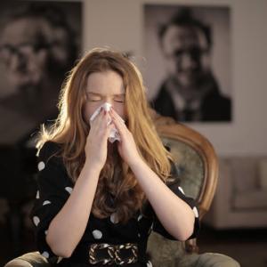 【秋花粉のおすすめ対策】9月からくしゃみや鼻水の症状が出始める方! 今年は薬以外で対策してみませんか?