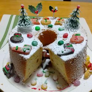 私の焼いたシフォンケーキでクリスマスケーキを作りました