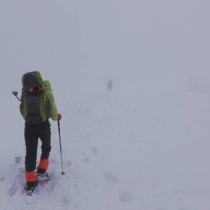 雪を求め比良山地の最高峰、武奈ヶ岳に坊村から登る。