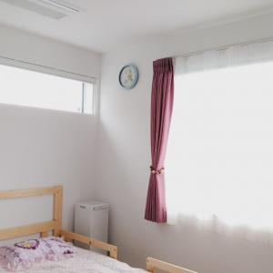 ハニカムシェードと窓の間にロールカーテンを設置したい!