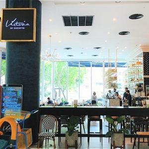 エムクオーティエG階のカフェレストラン「Victoria by COCOTTE」で休憩