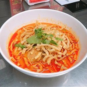 ソイ24の北タイ食堂「カオソーイ・ナムニアオ」でカオソーイ@プロンポン