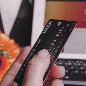 派遣社員にプラチナのクレジットカード入会の招待状が来た