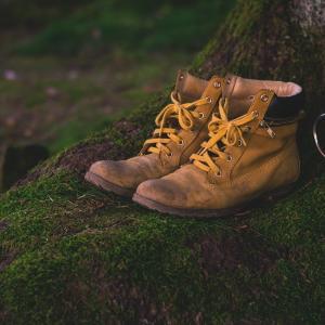 靴が臭くなる原因と対策【100均の靴下がオススメ!乾燥機も紹介】