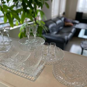 ガラスの小さな器とグラスで器遊び