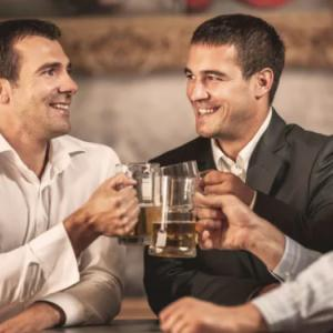 お酒を飲むとこうなる2つの理由