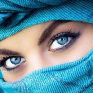 ハーフのような瞳に