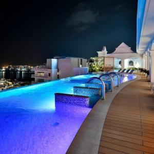 レクー沖縄北谷スパ&リゾート | ヨーロッパのリゾートホテルを感じさせるデザイン