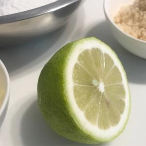 収穫レモンでケーキ