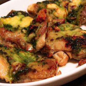 【今日のおつまみ】鶏肉のジェノバソース焼き/タマゴとアボガドのサラダ