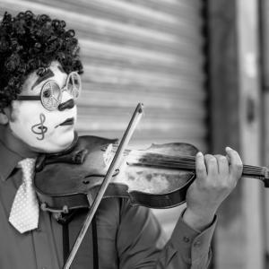 バイオリン 立って弾く時、両足の位置について