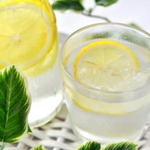 【朝活】朝のレモン水で内側から綺麗になる!免疫の強化、疲労回復、口臭予防にも効果あり。