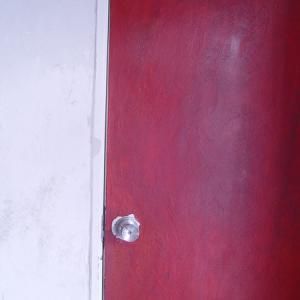 背景のあるドア。