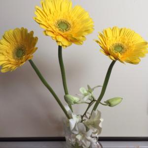 週末には季節の花を飾ろう♡
