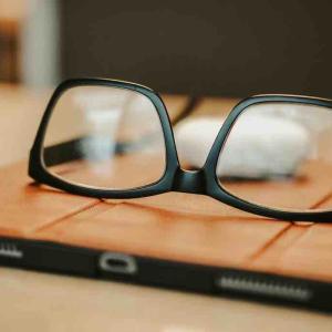 【メガネもオンラインでOK】安心な買い方とおすすめなショップ3選!