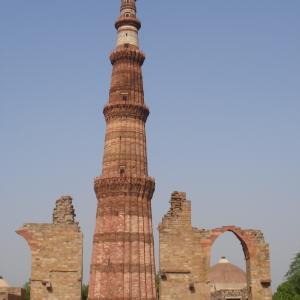 デリーのクトゥブ・ミナールとその建造物群(インド)