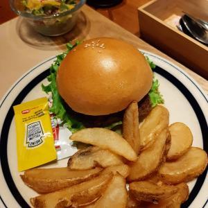 ベースダイナー籠原店でハンバーガーと、ふわっふわのパンケーキを頂く!