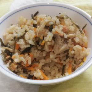 調味料なし!塩昆布&鮭フレークで超簡単炊き込みご飯