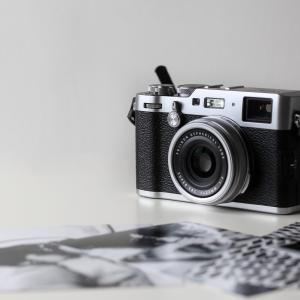 プロフィール写真を撮るなら、出張撮影のLovegraph(ラブグラフ)がおすすめ。スタジオ撮影との違いも徹底解説。