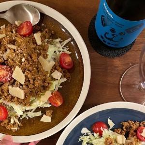 【濃厚な赤ワインが合う】スパイスとチーズたっぷり!タコライス風ごはんのレシピ