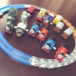 【トーマスのカプセルプラレール】4歳の息子のガチャガチャのおもちゃです!