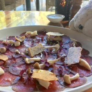 【オーストラリア料理】オーストラリアを代表する、あの動物の肉を食べちゃったなの!