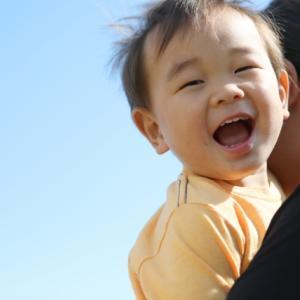 あなたの最初の記憶はいつですか?~幼児期健忘と保育士の存在について~【ちょこっとコラム】