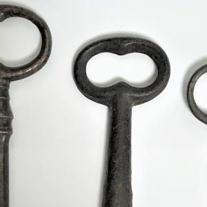 ヨーロッパ・アメリカは金属製品が強い? 銀の手鏡、アンティックの鍵、懐中時計の鎖 Barcelona, Leipzig, antique, vintage
