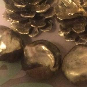 クリスマス オーナメント まつぼっくりと栃の実を金色に     Christmas Ornaments      Make the pinecones golden
