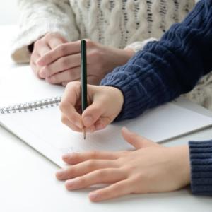 小学校の宿題、書字に時間がかかる…前向きに取り組むには?