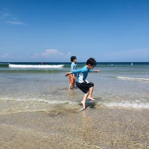 コロナで海水浴できる場所が限られてるのに海水浴にハマった我が子達