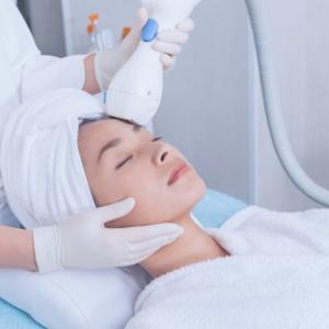 ラジオ波とは?その効果は?美容医療やエステサロンで幅広く使用されている機器です。
