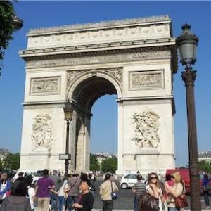 パリにはコインロッカーがありませんでした。