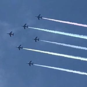 「ブルーインパルス」国立競技場の空に五輪を描く---東京オリンピック開幕!