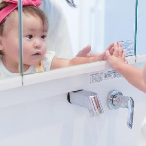赤ちゃんがよろこぶ 鏡(かがみ)で遊ぼう