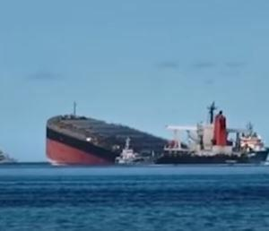 商船三井の貨物船座礁、原因はWi―Fi接続のため島接近