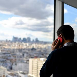 【コラム】電話でお辞儀する人は正直?しぐさで分かる心理学