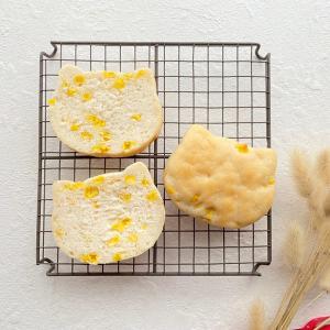 米粉でねこコーンパンを作りました。