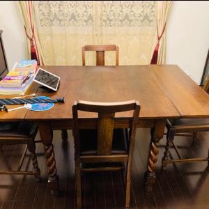 ダイニングテーブルと空間の一器多用