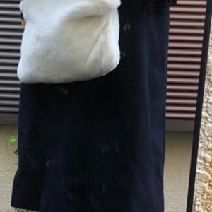 白いブーツに白いバッグ