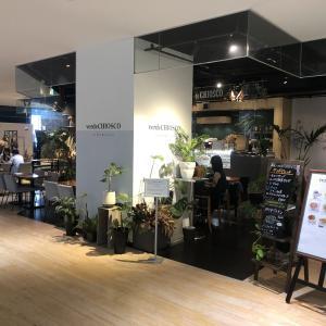 『美容室のような華やかな空間のカフェスペース』verde CHIOSCO ブリーゼブリーゼ店(ヴェルデキオスコブリーゼブリーゼテン)〜梅田カフェ〜