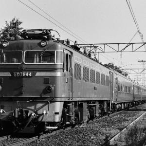 日豊本線・宮崎駅付近で撮影したED76けん引列車(1981年7月19日)