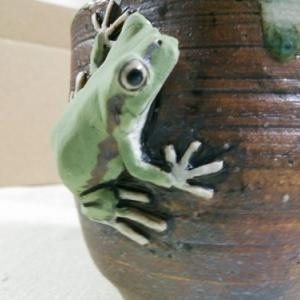 きたむら工房の生き物造形「蛙の湯呑」
