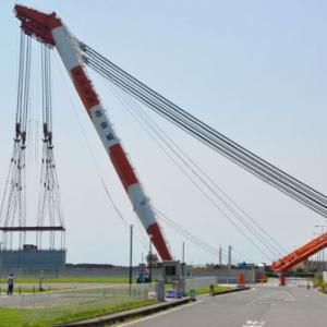 足元スリムなマッチョマン2,500トンの水門下部を吊る、「第50吉田号」つづき