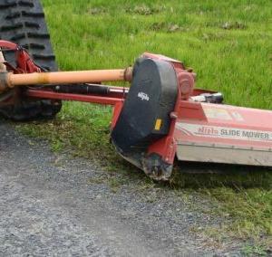 あと1回かなぁ・・・今年5度目。スライドモアの草刈り。
