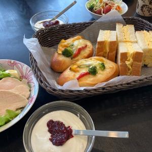 【昨日焼いたパンで朝ごはん!】