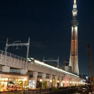 東京スカイツリーと隅田川の夜景